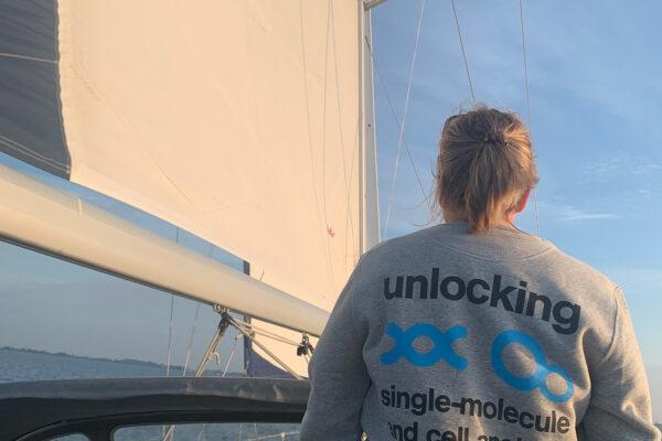 LUMICKS Sweater while sailing